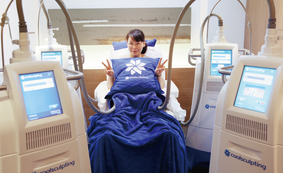 在2017年12月iskin擁有四台冷凍減脂,對脂肪「斤斤計較」的盧醫師,特別又做了療程,這回他除了體驗CoolAdvantage新一代手握把外,也利用小探頭的Petite做局部的雕塑。