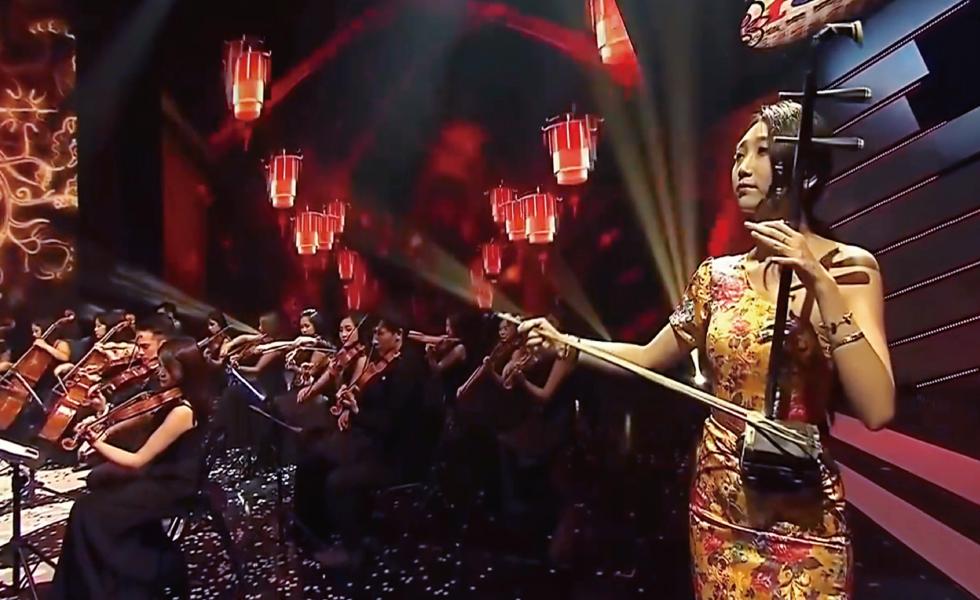我熱愛二胡,曾經於周杰倫演唱會上譜出青花瓷絕美旋律,使自己與觀眾沉醉其中。