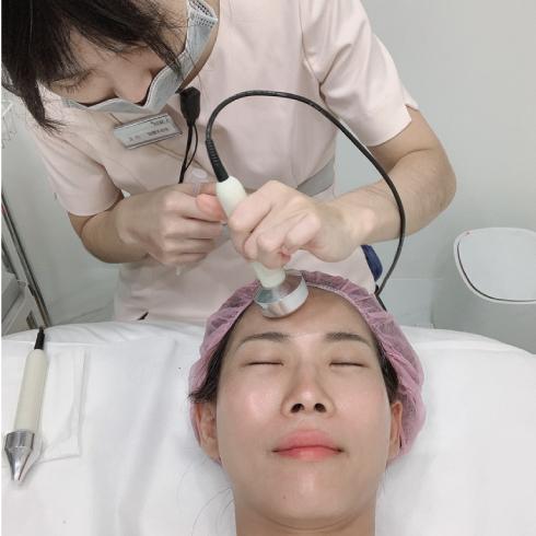 iSKIN打完皮秒後都會再做果酸換膚跟保濕導入,可以加強透亮、幫助術後修復~